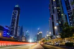 DUBAI FÖRENADE ARABEMIRATEN - OKTOBER 18, 2017: Den Dubai natten scen Arkivfoton