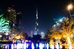 DUBAI FÖRENADE ARABEMIRATEN - OKTOBER 18, 2017: Den Dubai natten scen Royaltyfri Bild