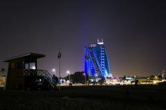 DUBAI FÖRENADE ARABEMIRATEN, UAE - JANUARI 19, 2018 Hotell Jumeirah Al Naseem nära med den Burj alaraben Fotografering för Bildbyråer