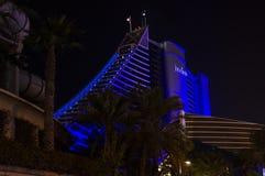 DUBAI FÖRENADE ARABEMIRATEN, UAE - JANUARI 19, 2018 Hotell Jumeirah Al Naseem nära med den Burj alaraben Arkivfoton