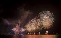 Dubai-Feuerwerke für Nationaltag Stockfoto