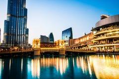 Dubai galleria och den Dubai springbrunnen Arkivbilder