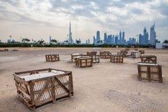 Dubai horisont från öknen Arkivfoto