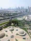 Dubai horisont uppifrån av ramen royaltyfri bild