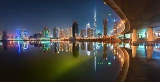Dubai i stadens centrum färgrik reflexion Fotografering för Bildbyråer