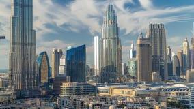 Dubai i stadens centrum horisonttimelapse med Burj Khalifa och annan paniramic sikt för torn uppifrån i Dubai stock video