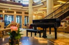 dubai Im Sommer von 2016 Moderne und helle Innenmarmordekoration im Hotel St. Regis Abu Dhabi Corniche Stockfoto