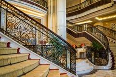 dubai Im Sommer von 2016 Moderne und helle Innenmarmordekoration im Hotel St. Regis Abu Dhabi Corniche Lizenzfreie Stockfotografie