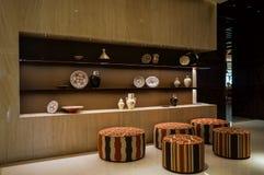 dubai Im Sommer von 2016 Moderner Marmorierunginnenraum in den dunklen Farben, in Fairmont-ajman Hotel Stockfotografie