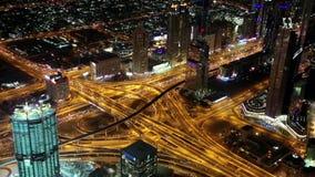 Dubai im Stadtzentrum gelegen nachts, Vereinigte Arabische Emirate stock footage