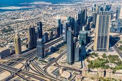 Dubai im Stadtzentrum gelegen. Ost, Vereinigte Arabische Emirate-Architektur. Von der Luft Stockfotos