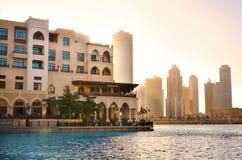Dubai im Stadtzentrum gelegen am Sonnenuntergang, UAE lizenzfreie stockbilder