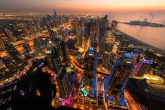 Dubai-Jachthafen bis zum Nacht Lizenzfreies Stockbild