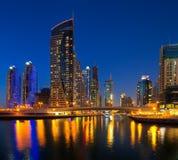 Dubai-Jachthafen, Dubai, UAE an der Dämmerung Stockfoto