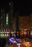 Dubai-Jachthafen nachts lizenzfreies stockfoto
