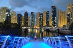Dubai-Jachthafen nachts Stockbild