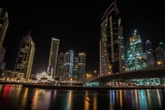 Dubai-Jachthafen nachts, UAE Stockbilder