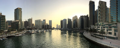 Dubai - 25. Januar: Ansicht des Dubai-Jachthafenwolkenkratzerpanoramas herein Lizenzfreie Stockfotos