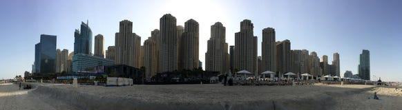 Dubai - 25. Januar: Ansicht von Dubai-Jachthafenwolkenkratzer- und -strand-PA Lizenzfreie Stockbilder