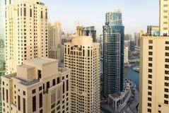 Dubai - 25. Januar: Ansicht von Dubai-Jachthafenwolkenkratzern im afte Stockfotos