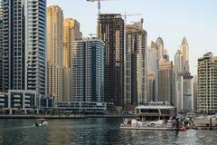 Dubai - 25. Januar: Ansicht von Dubai-Jachthafenwolkenkratzern im afte Stockfotografie
