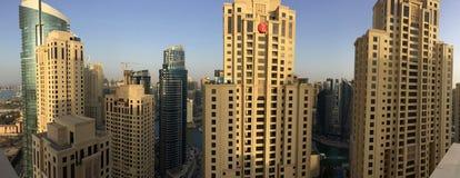 Dubai - 25. Januar: Ansicht von Dubai-Jachthafenwolkenkratzern von zu Stockbild