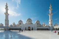 Dubai - 9. Januar 2015: Sheikh Zayed-Moschee an Stockfotografie
