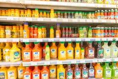 Dubai - JANUARI 7, 2014: Dubai supermarket Waitrose på Januari 7 Arkivbilder