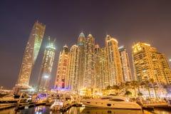 Dubai - JANUARI 10, 2015: Marinaområde på Arkivfoto