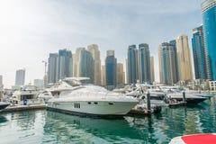 Dubai - JANUARI 10, 2015: Marinaområde på Royaltyfri Bild