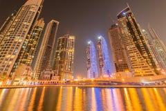 Dubai - JANUARI 10, 2015: Marinaområde på Januari 10 i UAE, Dubai Marinaområdet är populärt bostadsområde in Arkivbilder