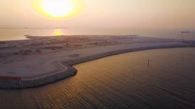 Dubai Jumeirah strandantenn Härligt landskap av sjösidan i Dubai arkivfoton