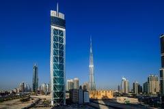 DUBAI - MAJ 11: Ner stad - grupp av byggnader i den Dubai ner staden, del av affärskorsningen projekt 11 Maj 2017, Dubai, UAE Arkivbild