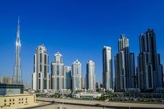 DUBAI - MAJ 11: Ner stad - grupp av byggnader i den Dubai ner staden, del av affärskorsningen projekt 11 Maj 2017, Dubai, UAE Arkivfoto