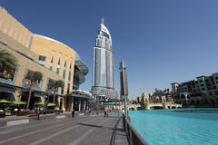 Dubai-Mall und das Adressen-Hotel Stockbilder