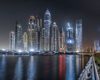 Dubai Marina Towers na noite Foto de Stock Royalty Free