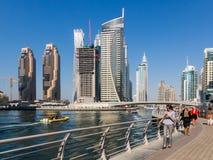Dubai Marina Walk neben Kanal in Marina Distri stockfotografie