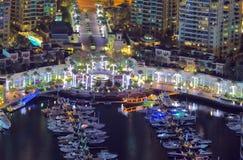 Dubai marinayachter Dubai marinaskyskrapor, Royaltyfri Bild