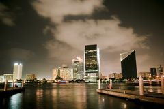 Dubai-Nachtansicht Stockfotos