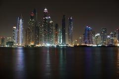 Dubai natt Arkivbild
