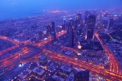 Dubai nattskylin Arkivfoto