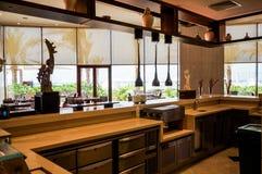 dubai No verão de 2016 Interior moderno de mármore em cores escuras, no hotel do ajman de Fairmont Imagem de Stock