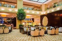 dubai No verão de 2016 Interior moderno e brilhante na casa de Grosvenor do hotel Foto de Stock
