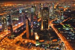 Dubai på natten i Förenade Arabemiraten Royaltyfri Foto