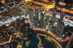 Dubai på natten nära Khalifa Tower Arkivfoto