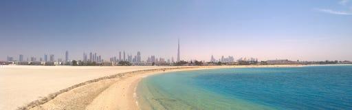 Dubai. Panorama da praia e do mar bonitos Foto de Stock