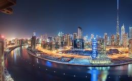 Dubai panoramautsikt från överkant på natten Fotografering för Bildbyråer