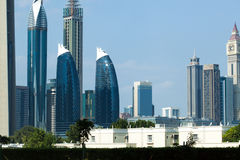 Dubai parkerar torn Arkivfoto