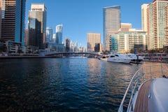 Dubai sah vom Boot an Stockfotos