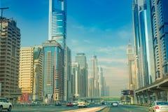 Dubai Sheikh Zayed Road - Straßen-Ansicht 15 09 Tomasz Ganclerz 2017 Lizenzfreie Stockfotografie
